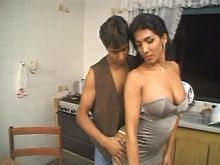 Horny guy seduces tranny in kitchen