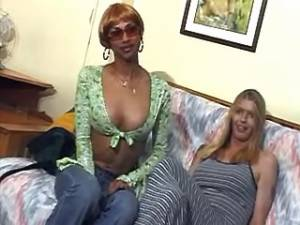 Hot black shemale fucks her blond transsexual friend