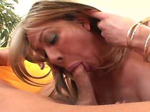 Guy and gorgeous hot shemale have hard cumshots